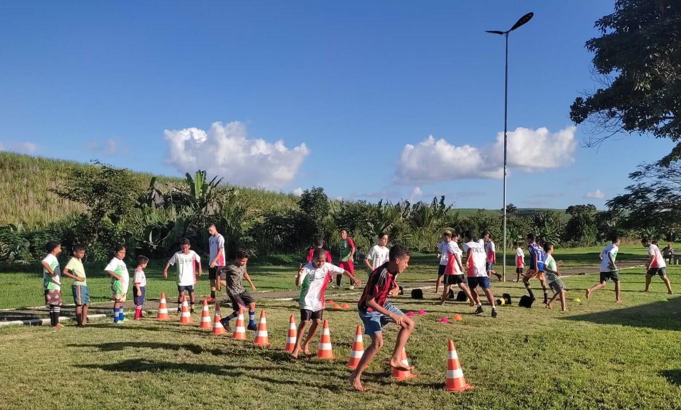 Escolinha que ensina futebol gratuitamente