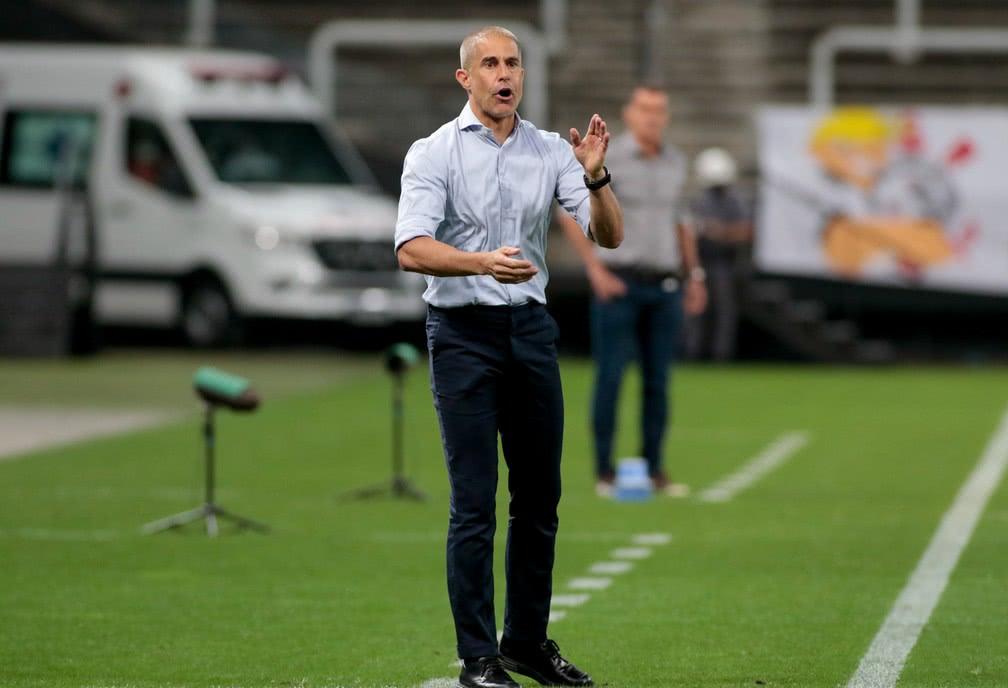 Sylvinho justifica não utilizar quarteto de reforços contra o América-MG